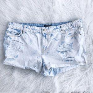 Forever 21 plus denim bleached jean shorts 14